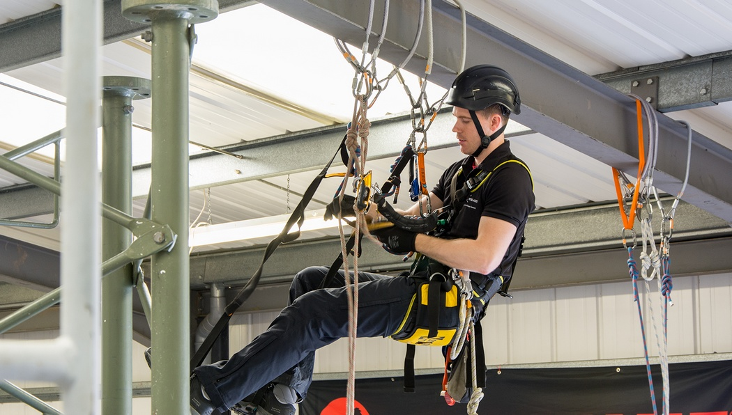 Обучение безопасным методам работы на высоте