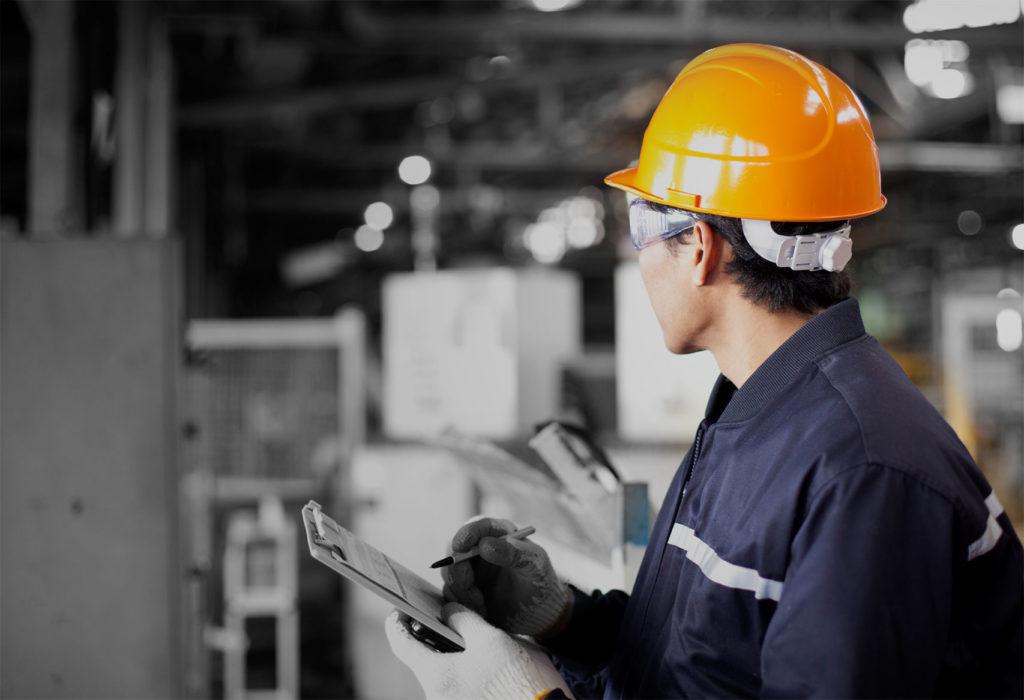 Кто проводит инструктаж по безопасности труда и пожарной безопасности