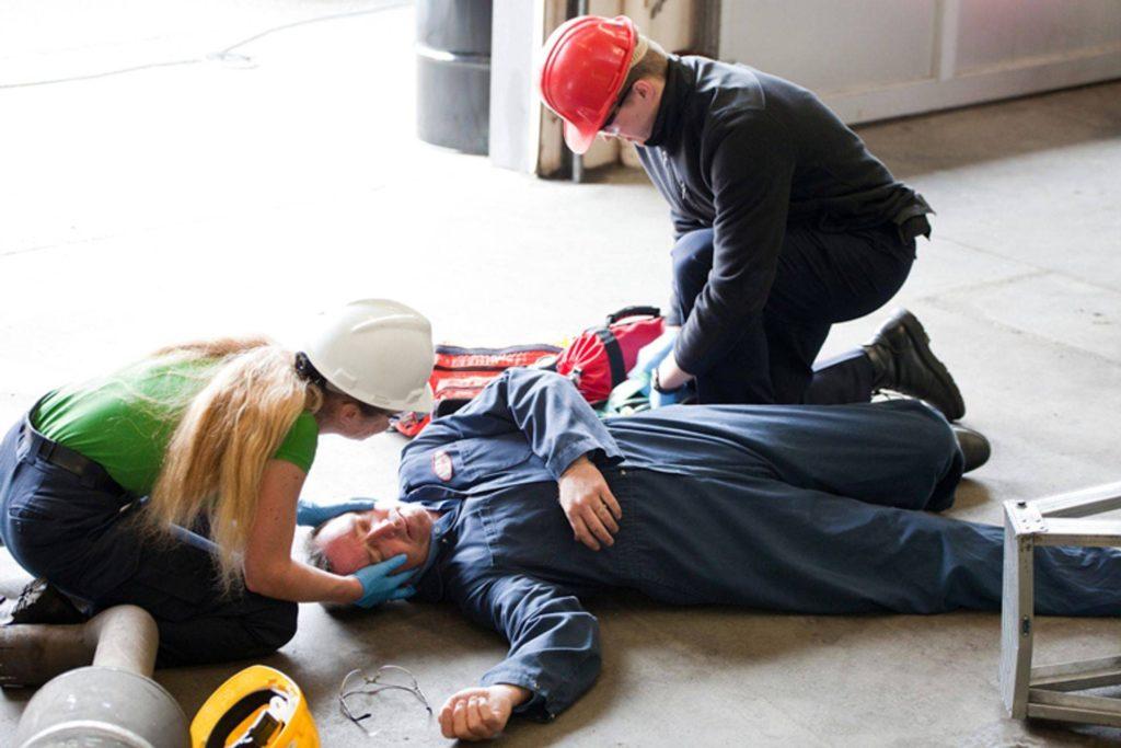 Обучение оказание первой помощи пострадавшим на производстве