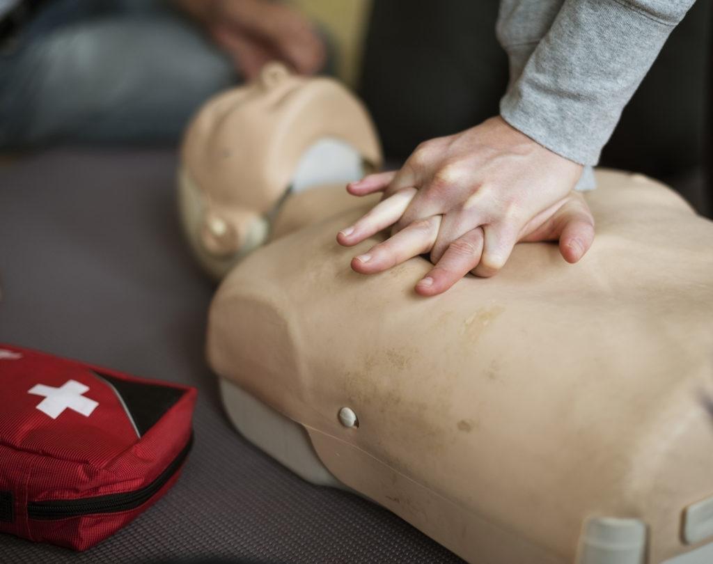 обучения по программе оказания первой помощи